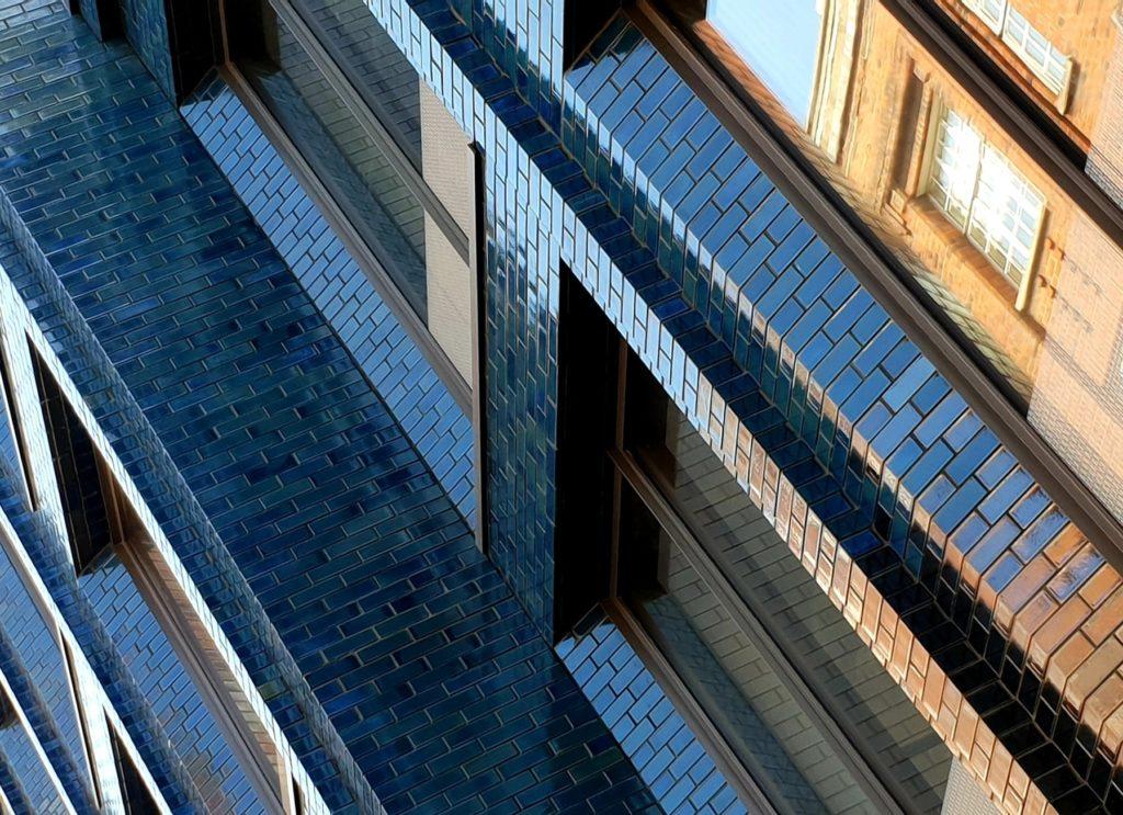 Bureaux - Londres / Stiff & Trivillion Architects / Briques et plaquettes émaillées St Joris