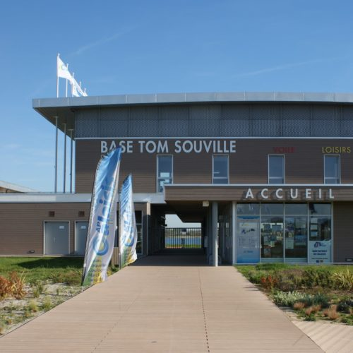 Base de voile Tom Souville - Sangatte / Polynome Architecte / Joint Gorge Olympic Smokey - bardage Cape cod