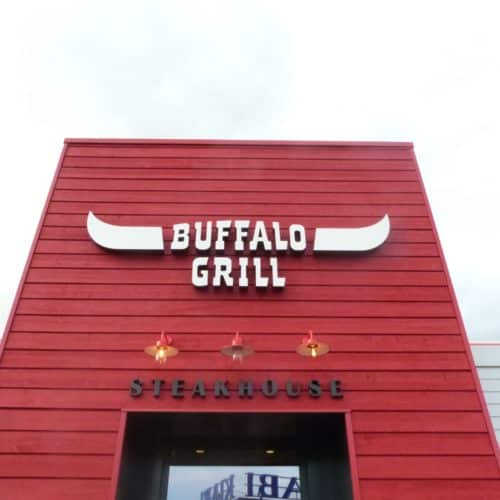Buffalo grill - Dommartin / Isabelle Baynast / Couvre joint RAL 3000 - bardage cape cod