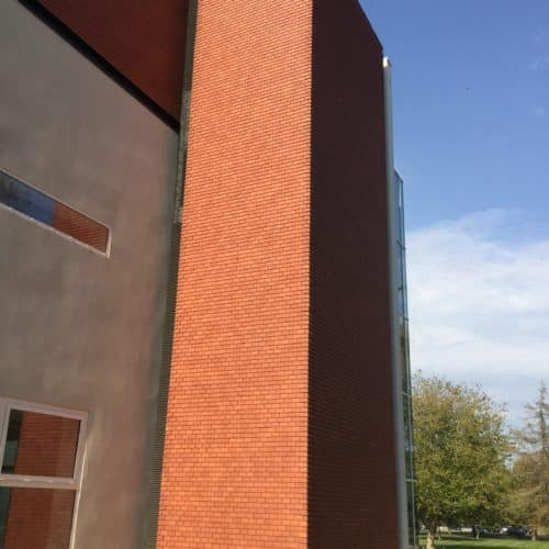 Palais des congrès - Le Touquet / Wilmotte & Associés / Tuile plate dreadnought Plum red